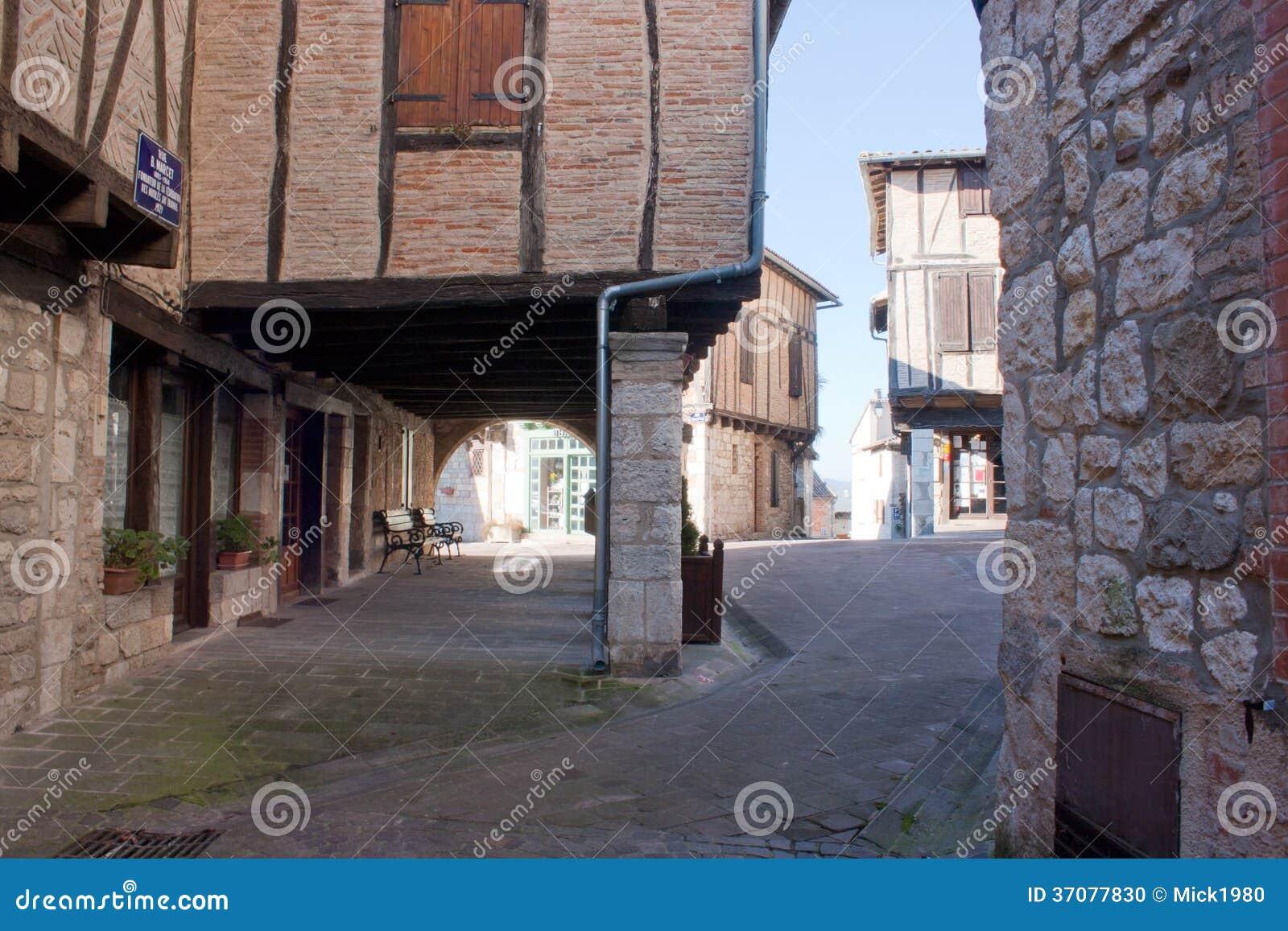 Download De zdjęcie stock. Obraz złożonej z tarn, budynek, wieśniacy - 37077830