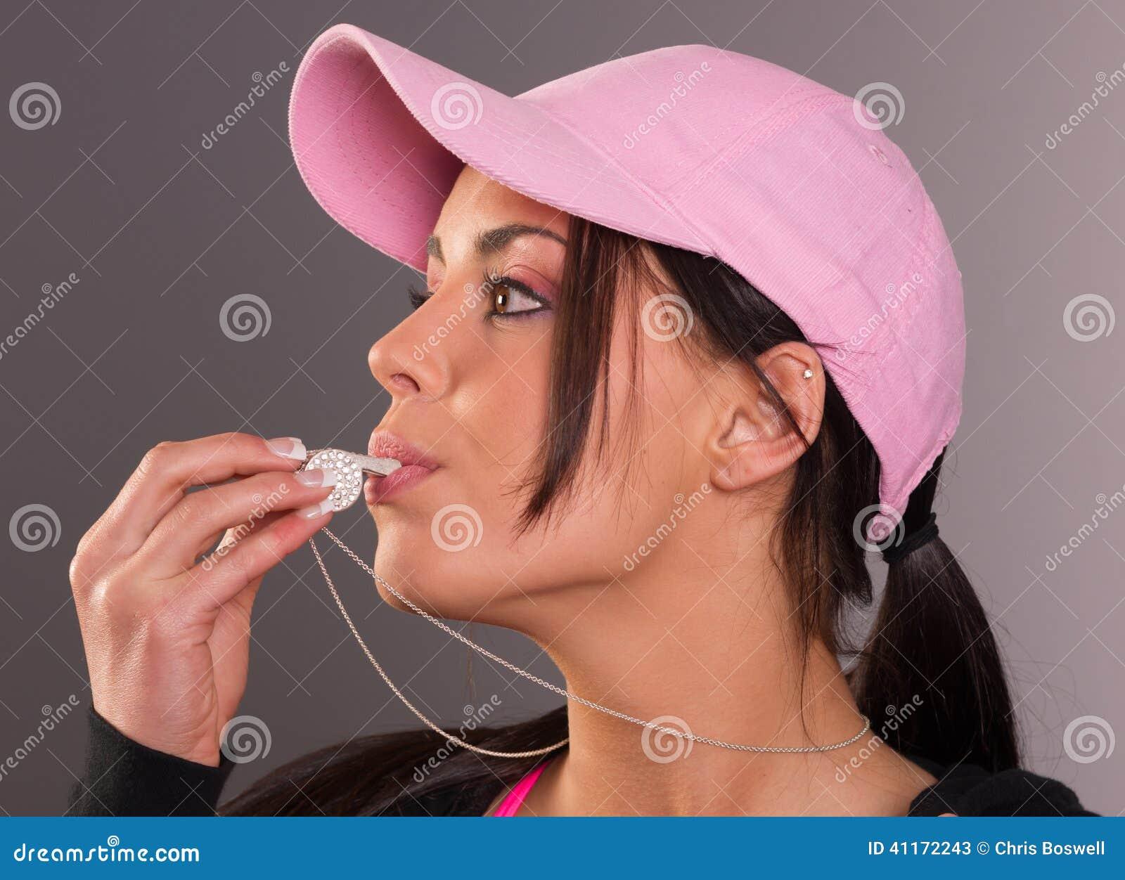 De aantrekkelijke Donkerbruine Vrouwelijke Slagen fluiten Roze Balglb Fluitje