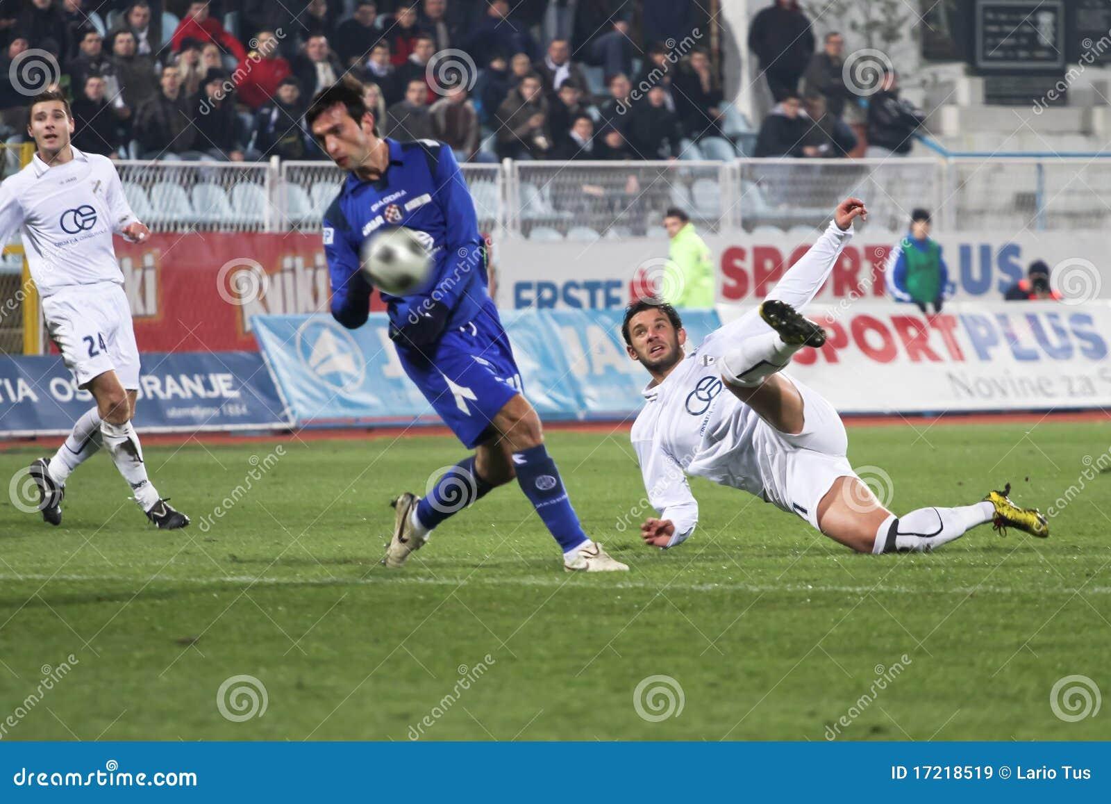 De aanvaller van het voetbal