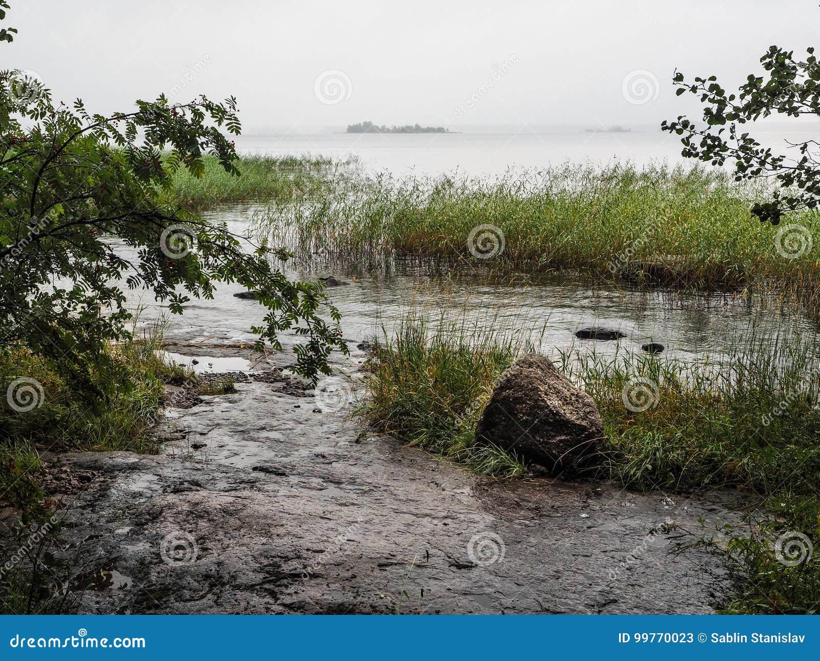 De aard van de de herfstregen Natuurlijk meer in de herfst De getijden bij Baai
