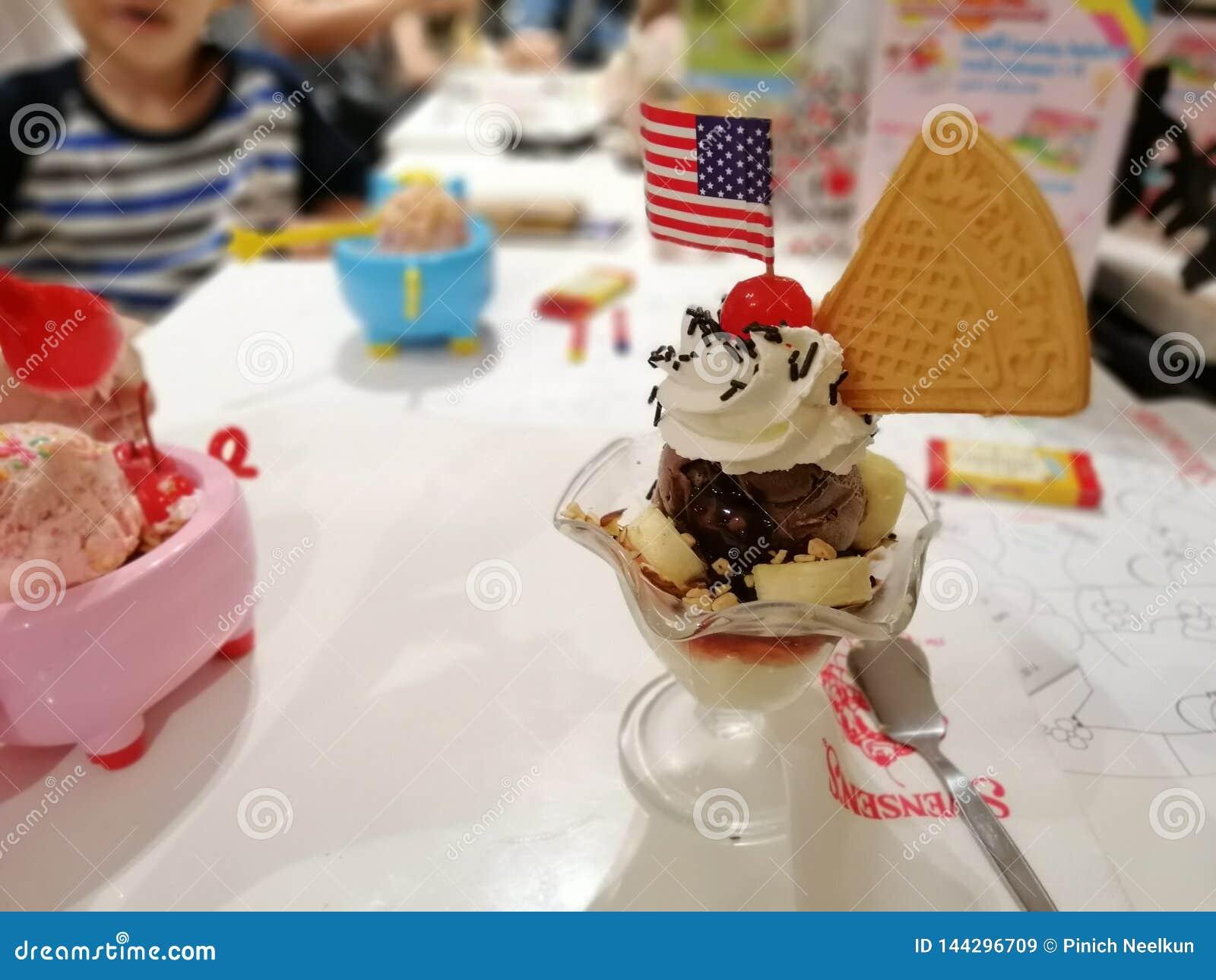 8 de abril de 2019, Bangkok-Tailandia, helado central de Swensen Trat Ladprao