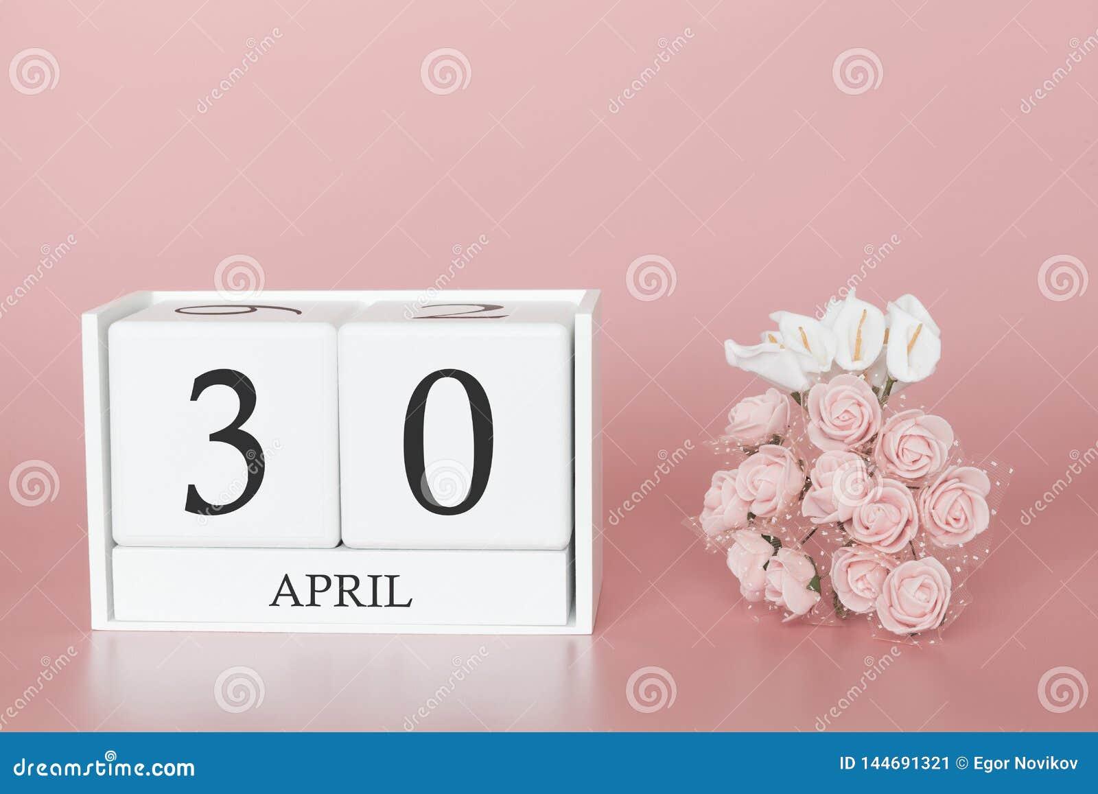30 de abril D?a 30 de mes Cubo del calendario en fondo rosado moderno, el concepto de negocio y un acontecimiento importante