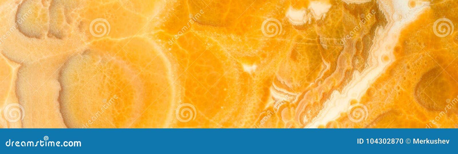 De achtergrond van de hoge resolutiesteen Onyx of geel marmer Panoramisch beeld Kan voor keukenskinali worden gebruikt