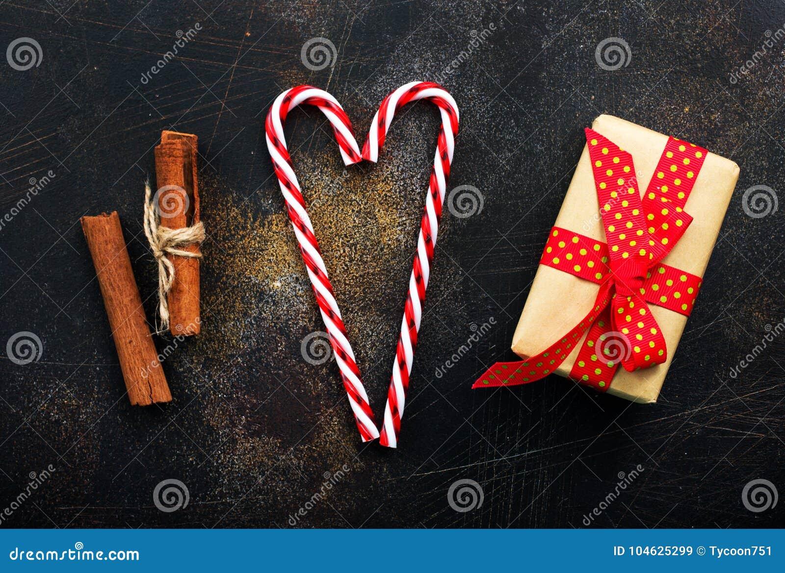 Download De Achtergrond Van Kerstmis Stock Afbeelding - Afbeelding bestaande uit rood, aroma: 104625299