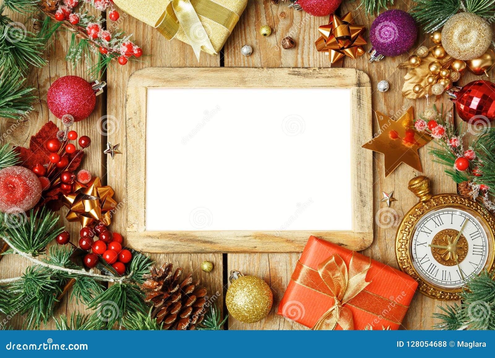 De achtergrond van de Kerstmisvakantie met fotokader, decoratie en o