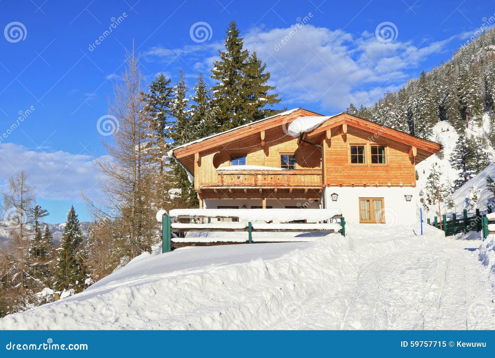 De adlerhorst berghut in tirol oostenrijk stock foto afbeelding 59757715 - Berghut foto ...