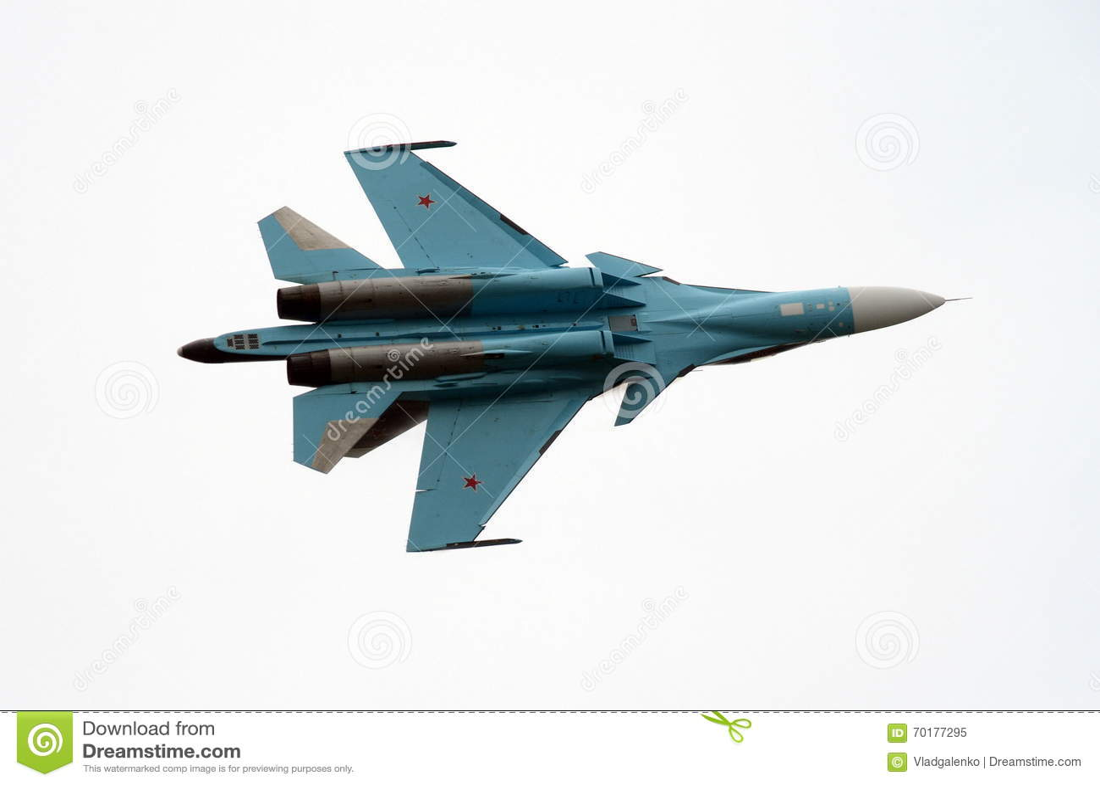 De aerobatic Falcons för lag su-27 av Ryssland i himlen över Zhukovsky