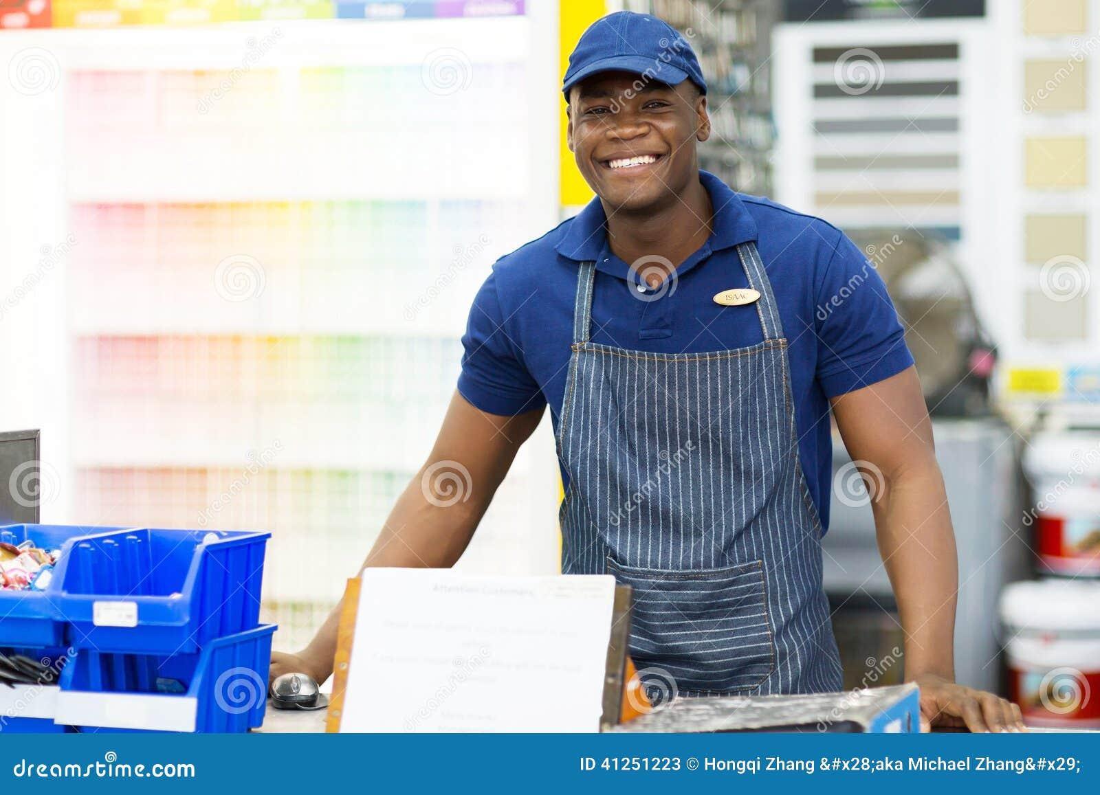 De Afrikaanse arbeider van de verfopslag