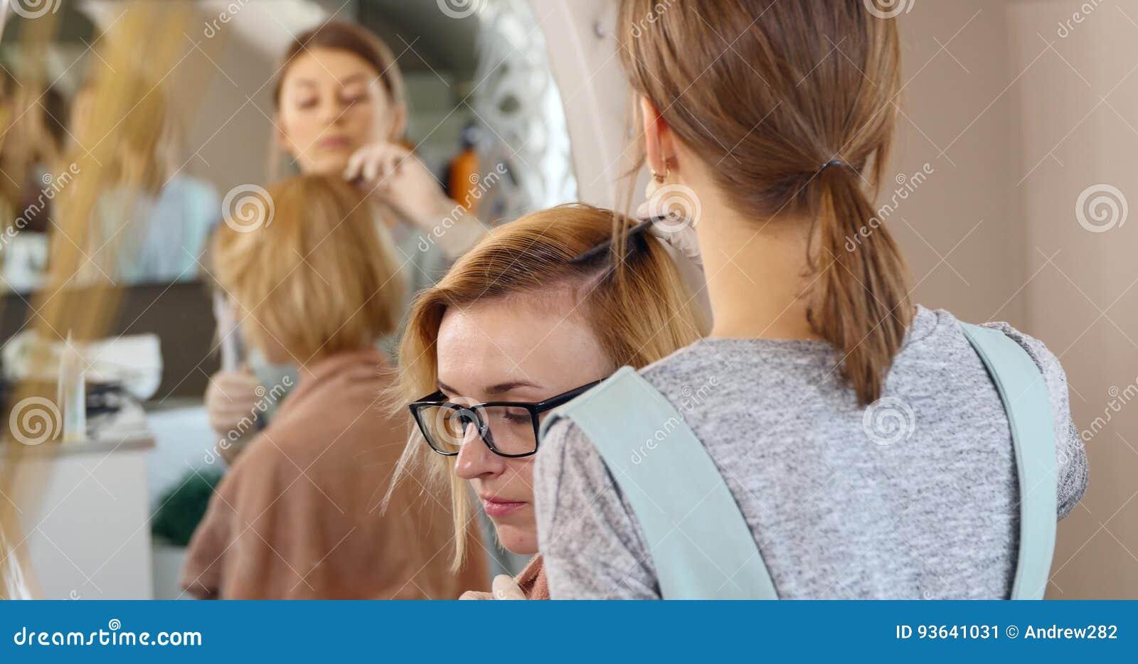 Hoe maak je haar spuiten Videos