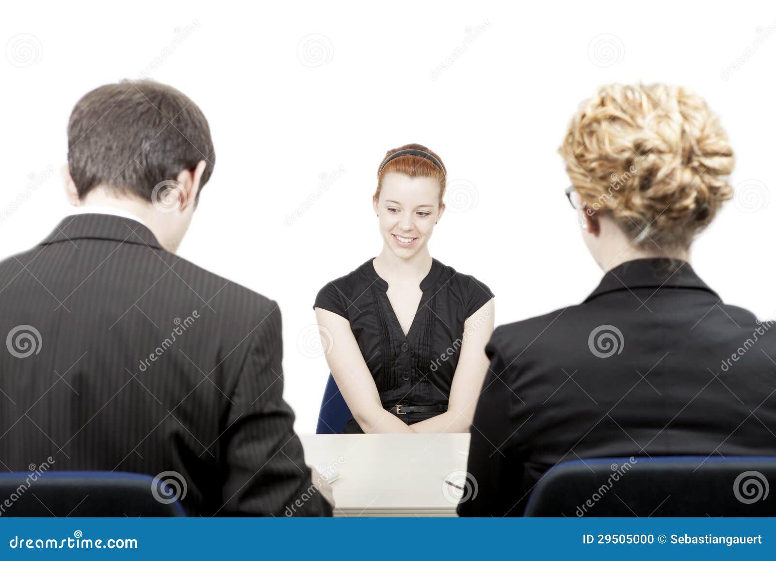 De ambtenaren die van het personeel een kandidaat interviewen
