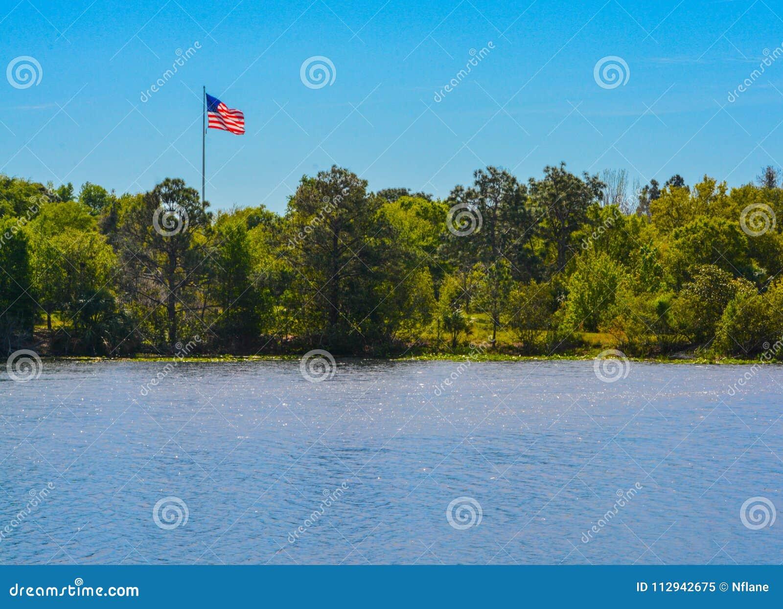 De Amerikaanse Vlag, de Sterren en de Strepen, het Rood, het Wit en het Blauw