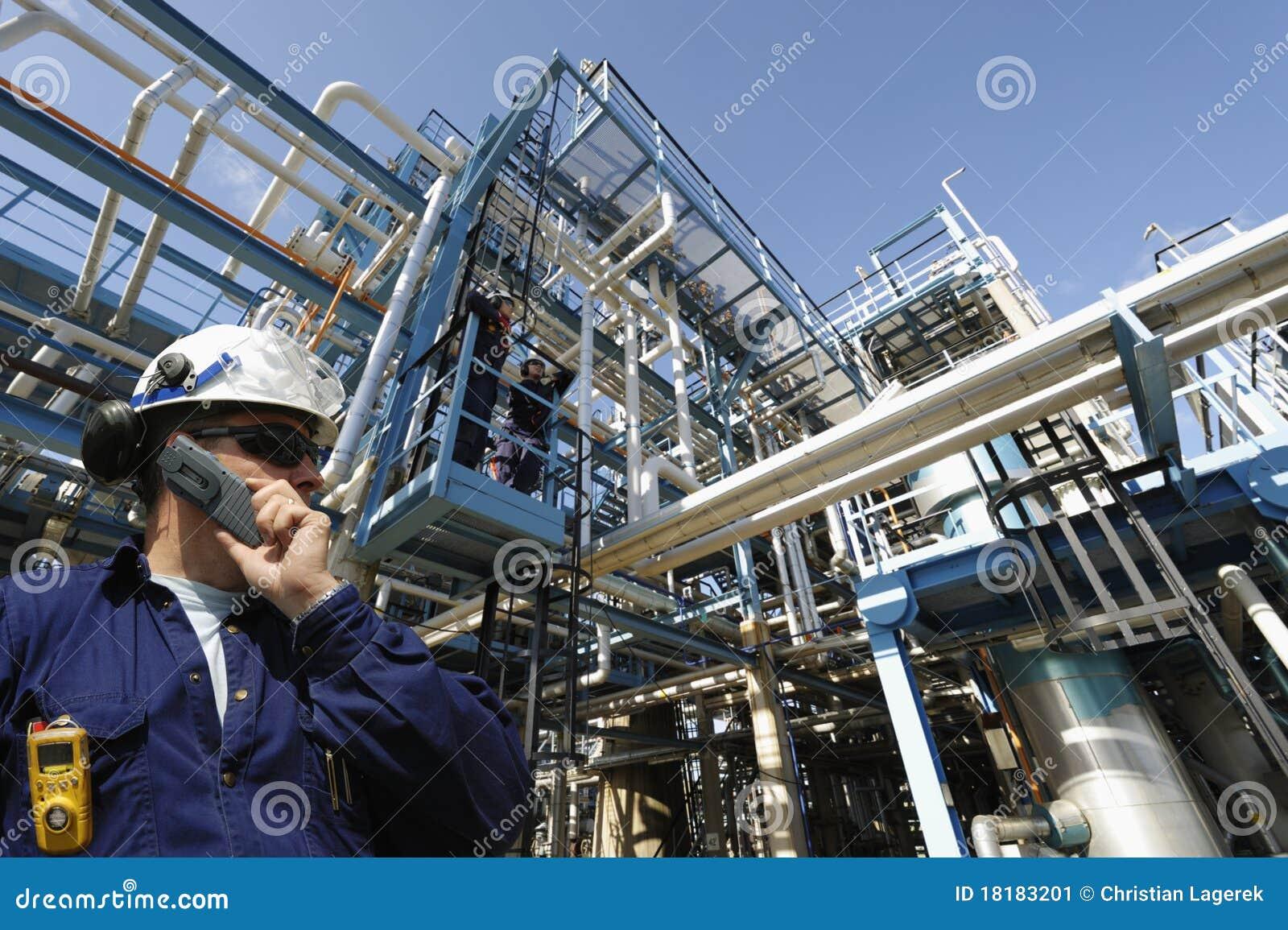 De arbeider en de industrie van de olie