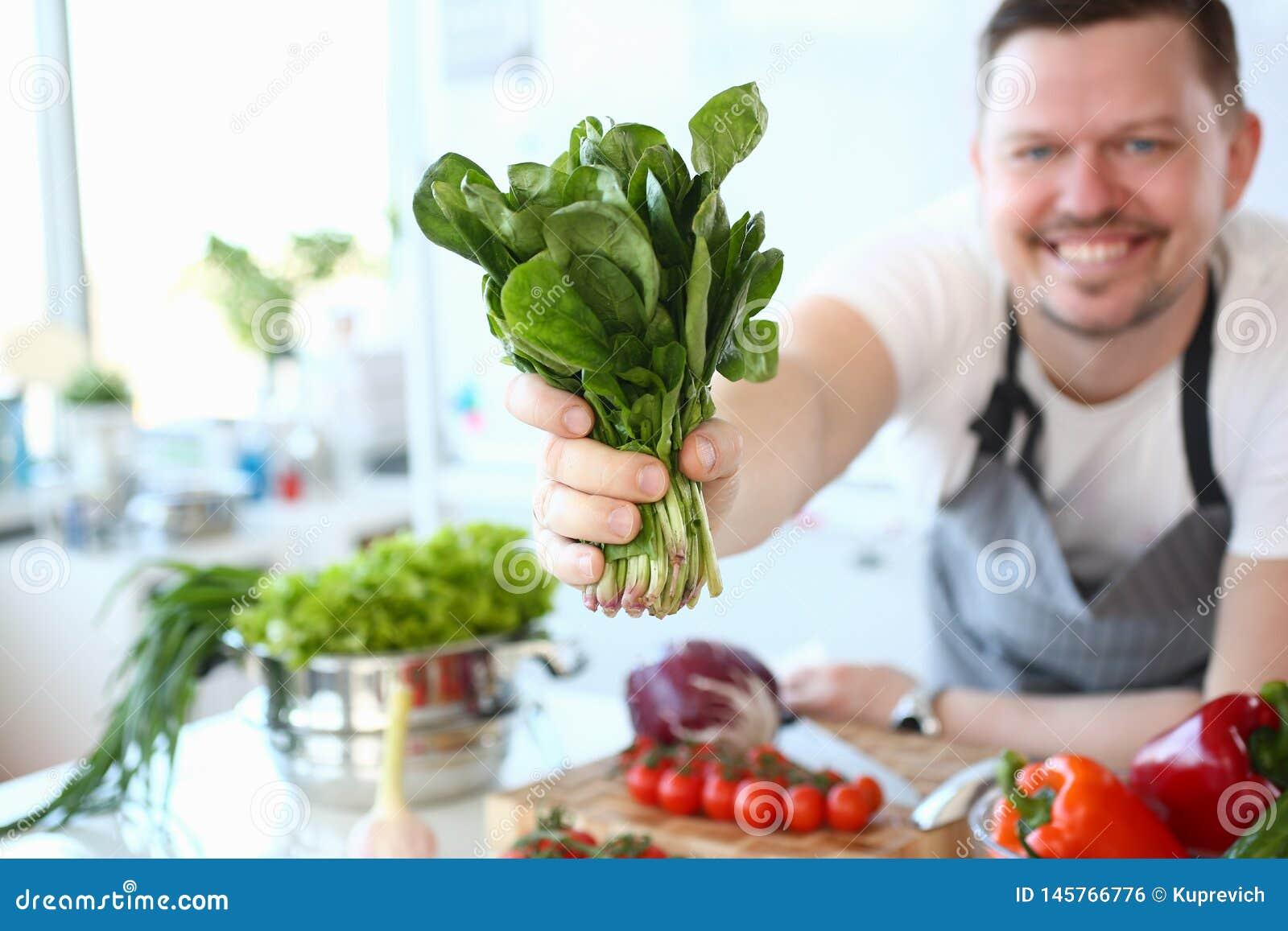 De Aromatische Kruidenbundel van chef-koksmile showing green