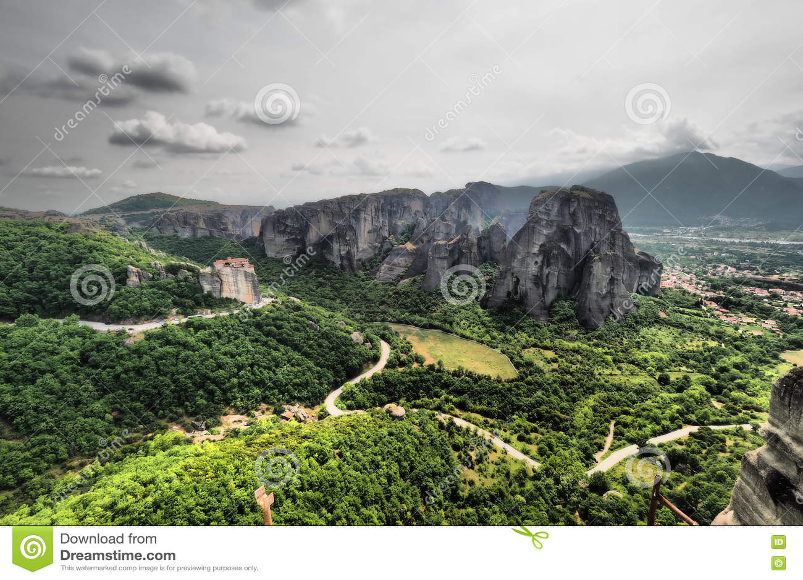 De artistieke panoramische zwart-witte mening van Meteoragriekenland van