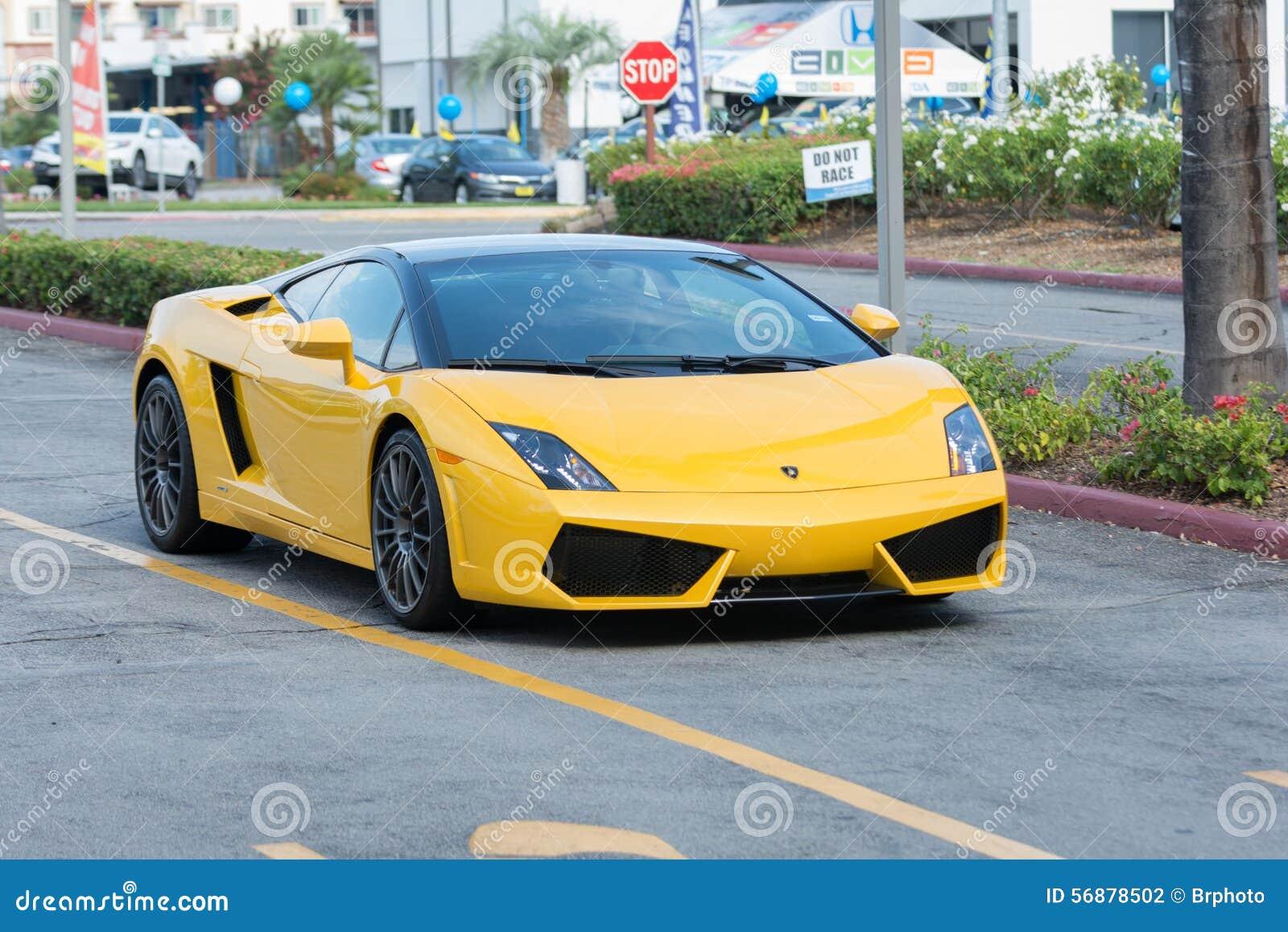 De auto van Lamborghini Gallardo op vertoning
