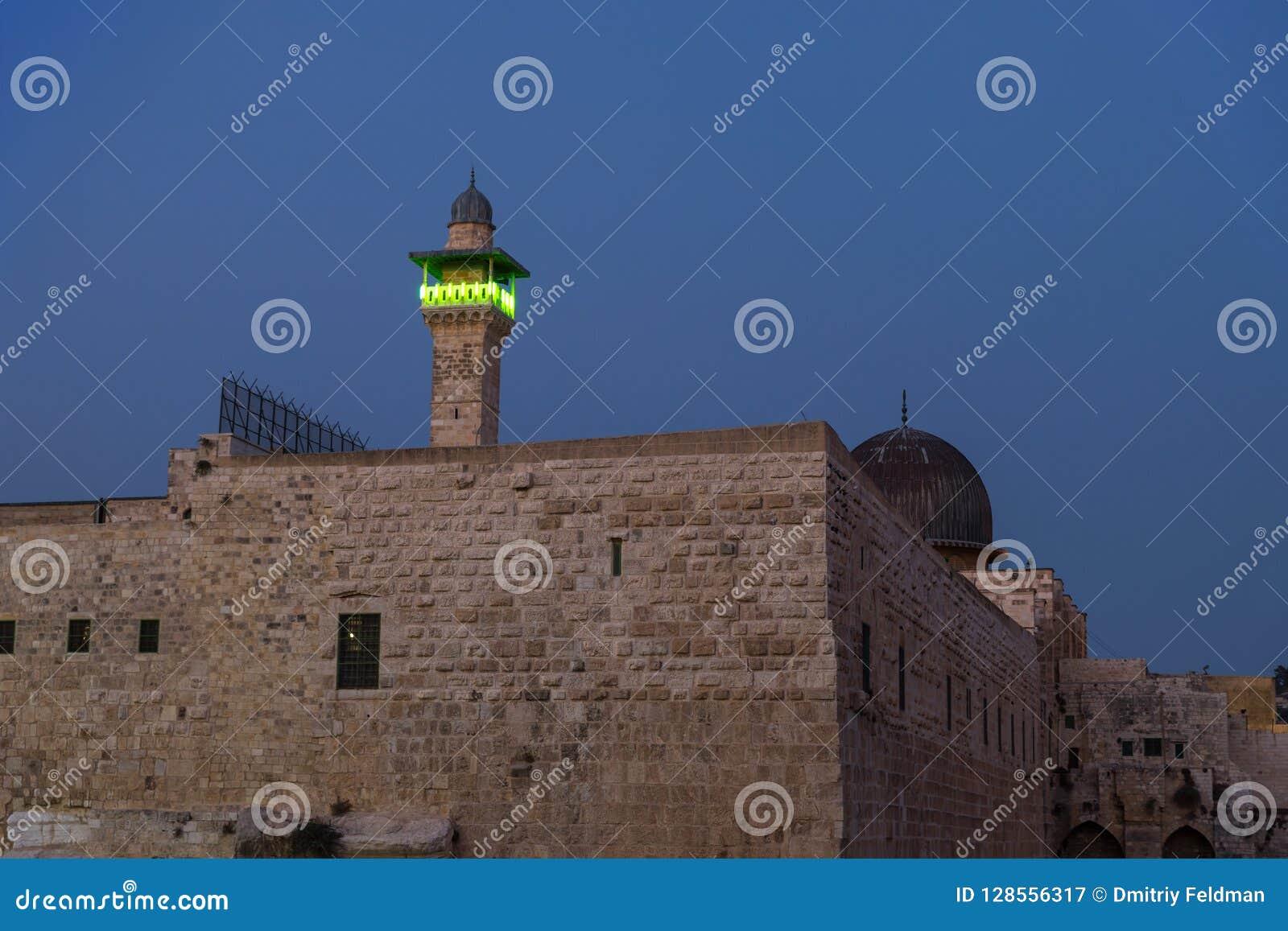 De avondmening van de Tempel zet en Toren Gr-Ghawanima in de Oude Stad van Jeruzalem, Israël op