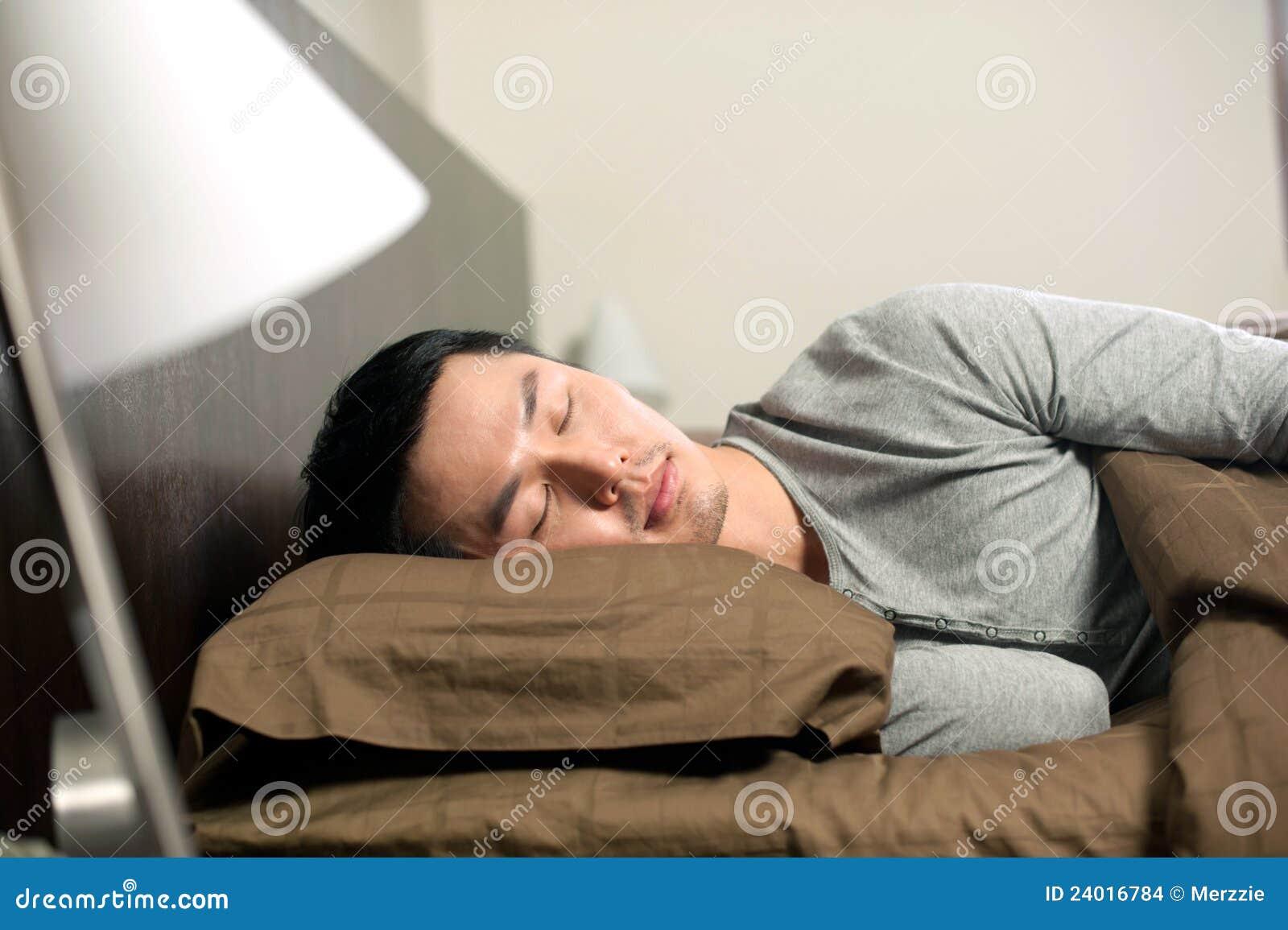 De Aziatische slaap van de Mens