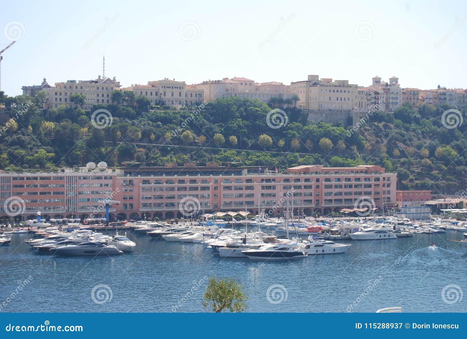 De Baai van Monte Carlo, Monaco, haven, jachthaven, rivier, overzees