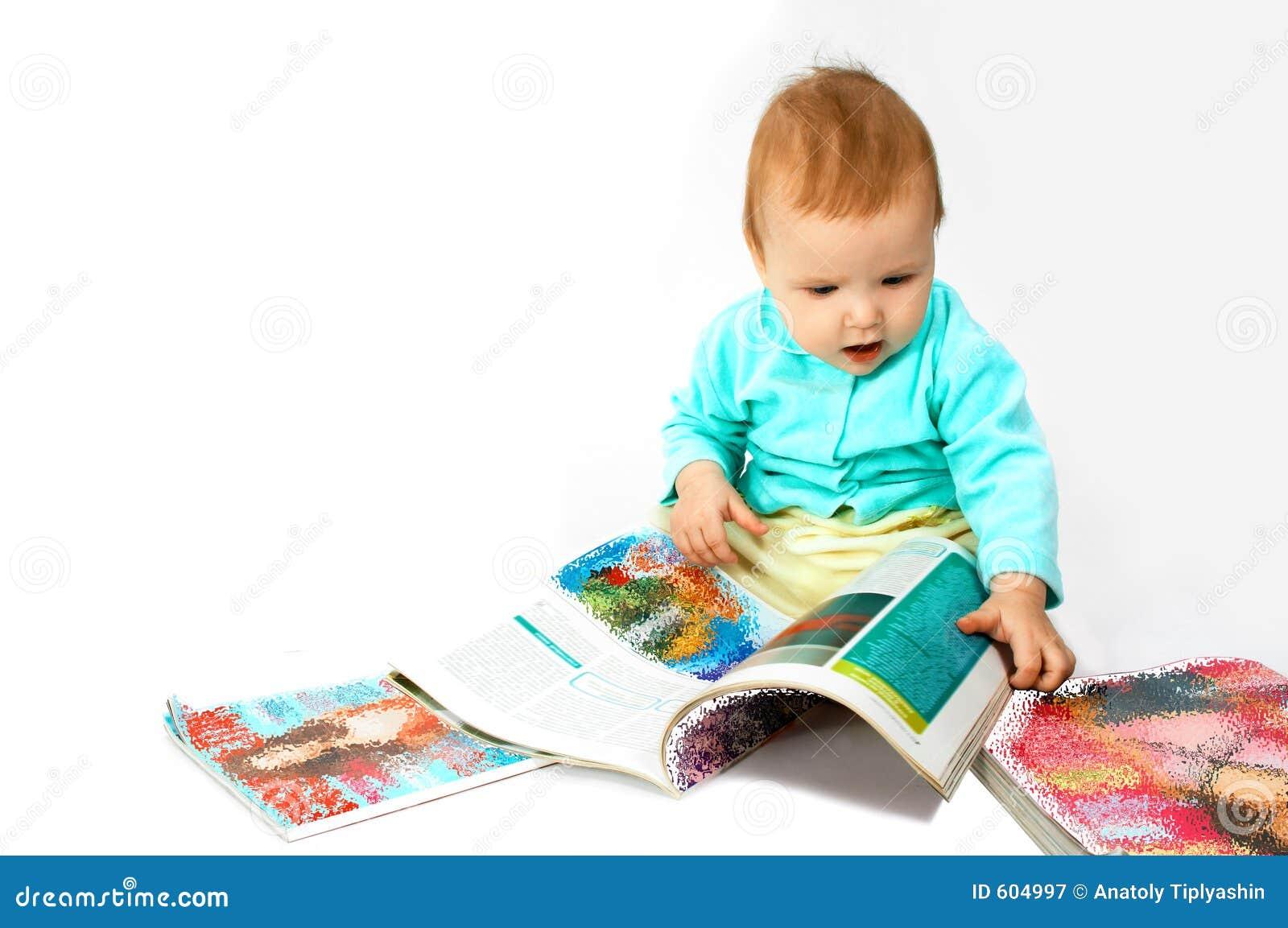 De baby las het tijdschrift