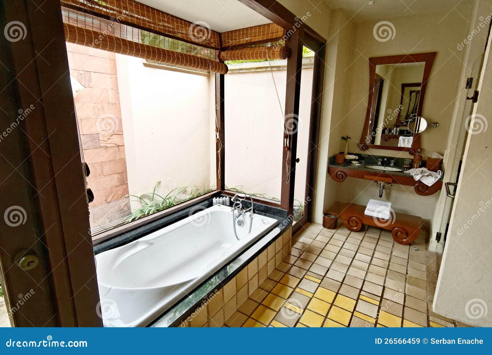 De badkamers van het hotel