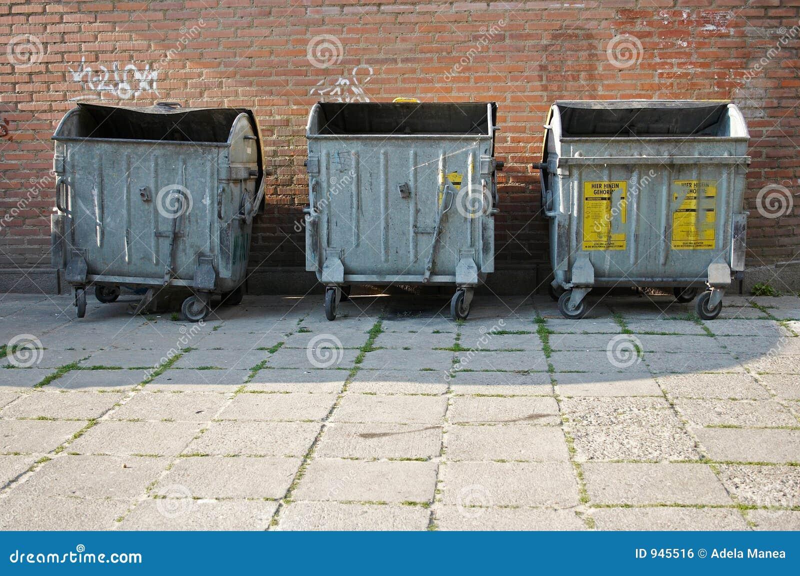 De bakken van het afval