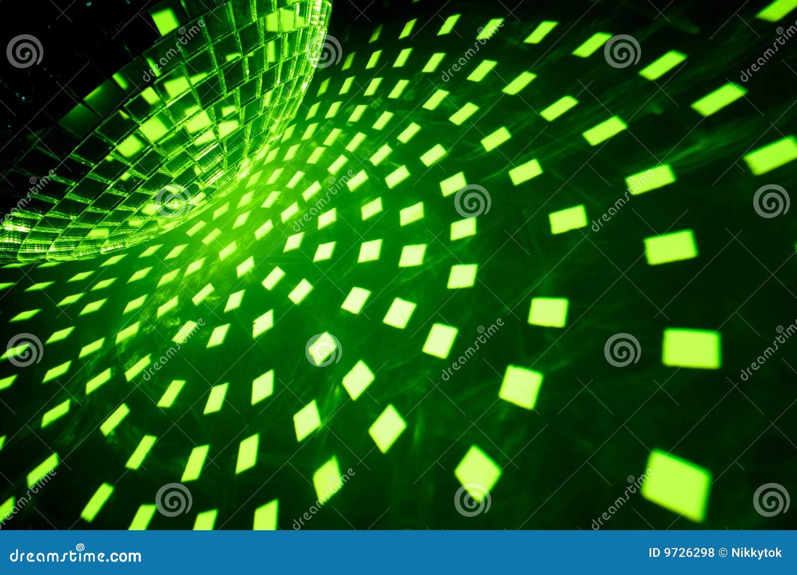 De bal van de disco met groene verlichting
