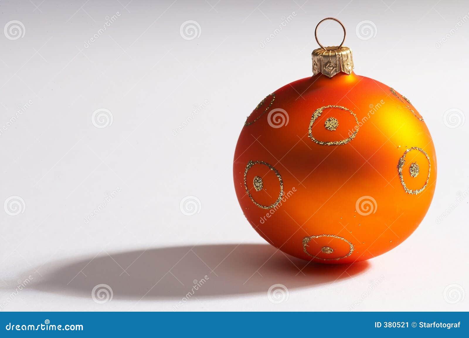De bal van de kerstboom