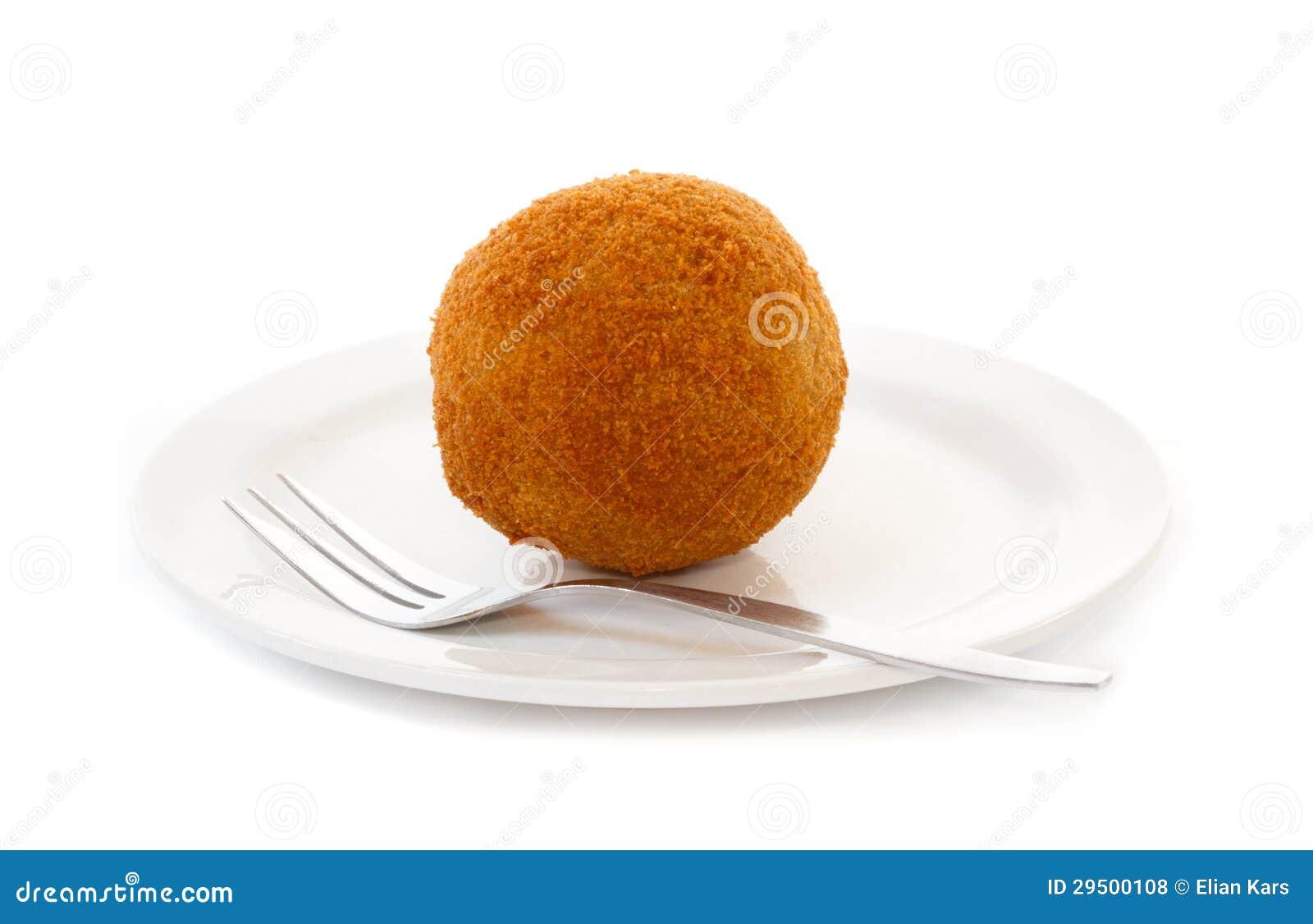 De bal van het ei (Eierbal) die op schotel wordt gediend