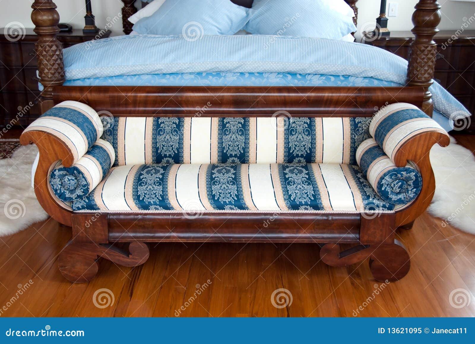 De bank van de slaapkamer stock afbeelding. Afbeelding bestaande uit ...