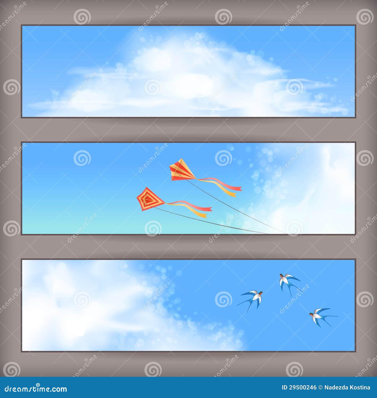 De banners van de hemel: de witte wolken, vliegende vliegers, slikt
