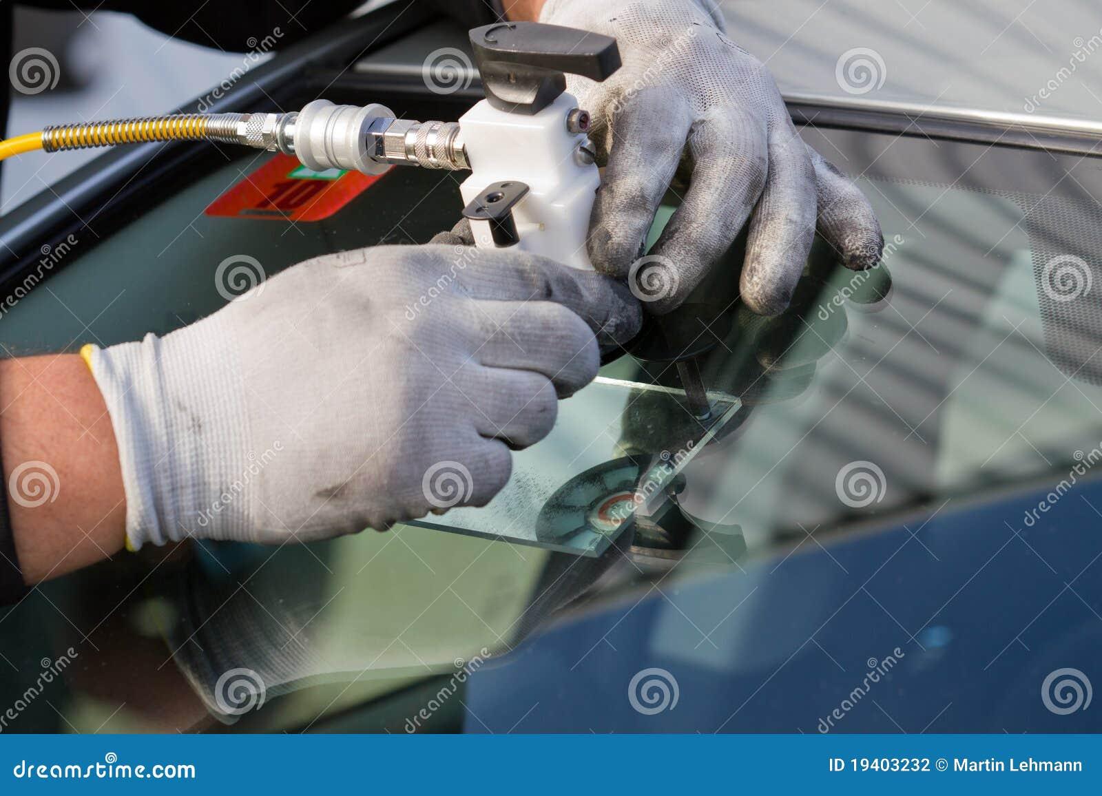De barst van de reparatie in windscherm