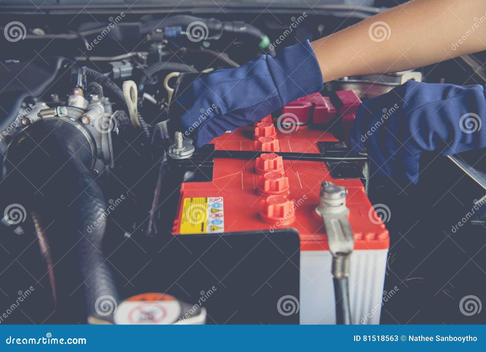 De batterij van de auto