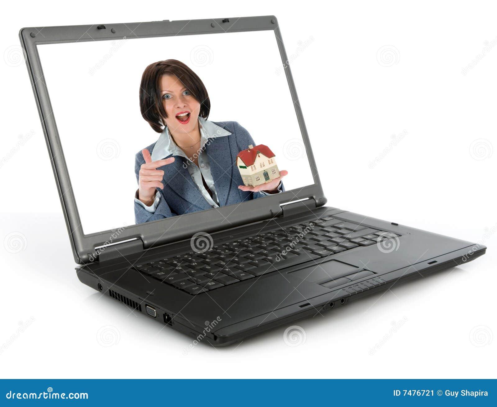 De bedrijfs vrouw adverteert onroerende goederen