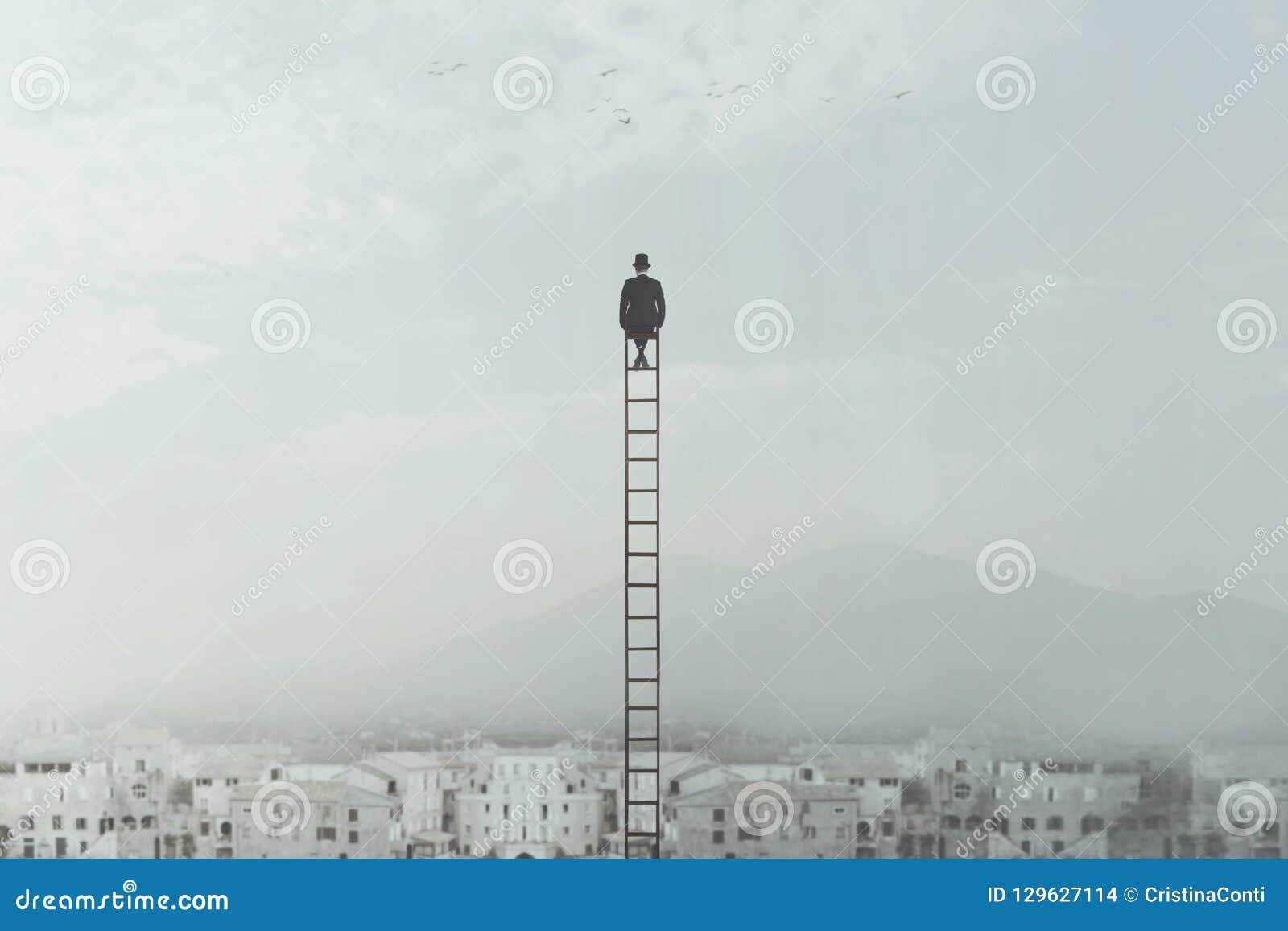 De bedrijfsmens overheerst de stadszitting op een lange ladder