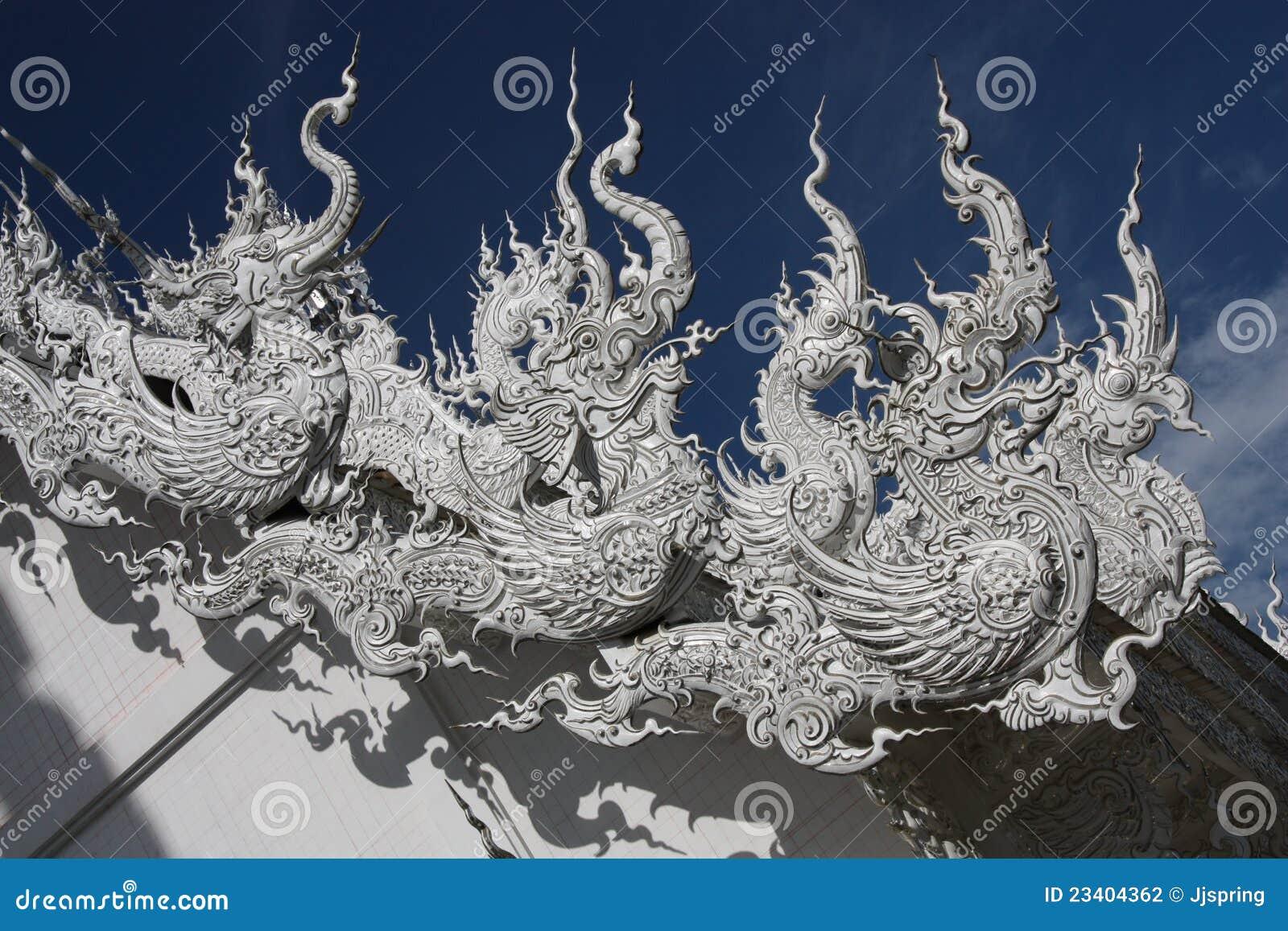 De beeldhouwwerken van het dak met thaise draken thailand stock fotografie afbeelding 23404362 - Eigentijds standbeeldontwerp ...