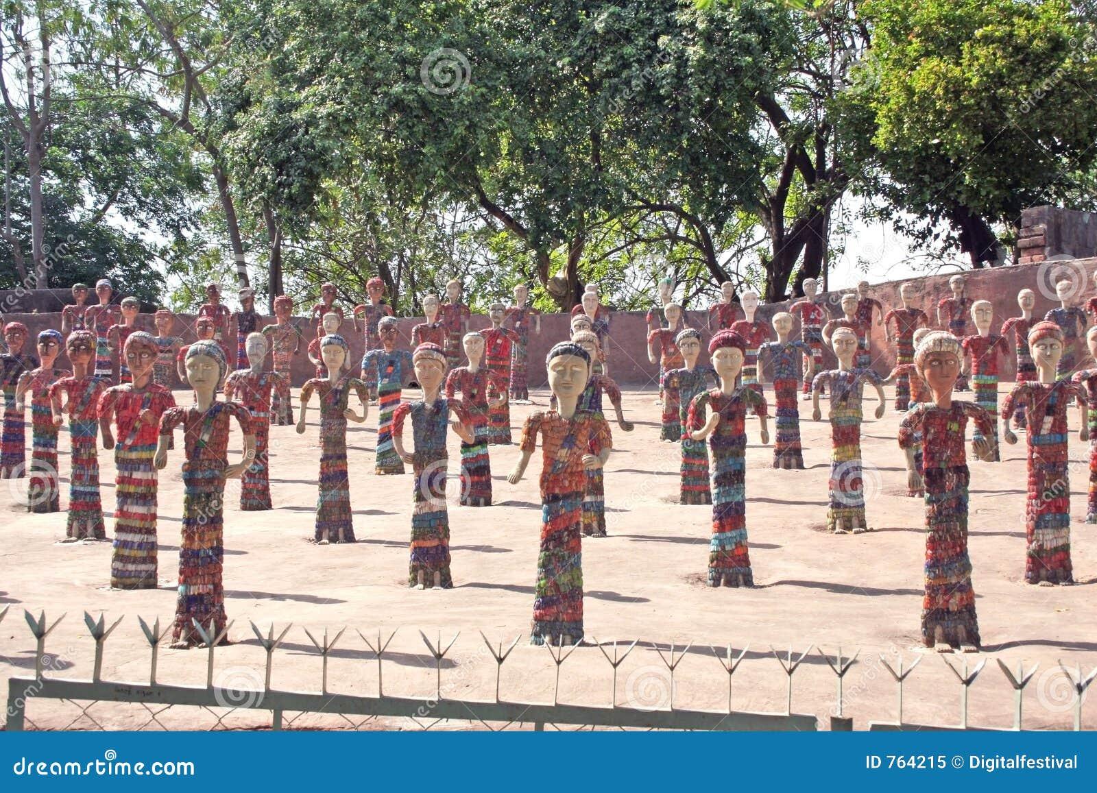 De beeldjes chandigarh india van de rotstuin stock for Landscaping rocks yuba city ca