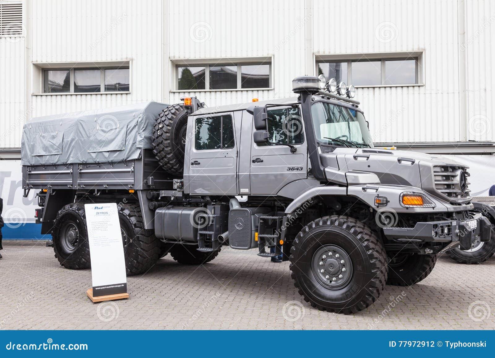 De Bemanningscabine Van Mercedes Benz Zetros 6x6 Redactionele