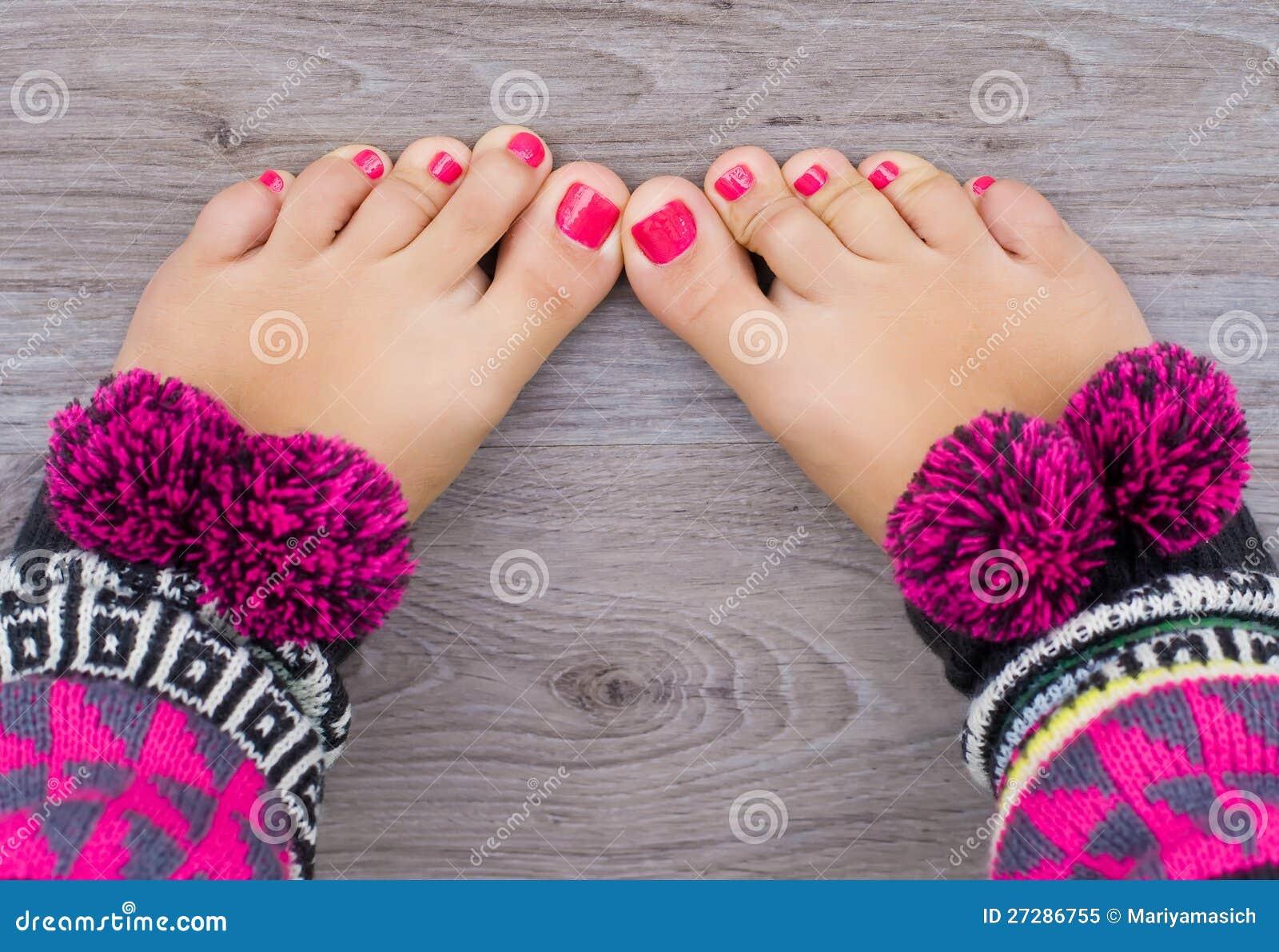 De benen van vrouwen met pedicure