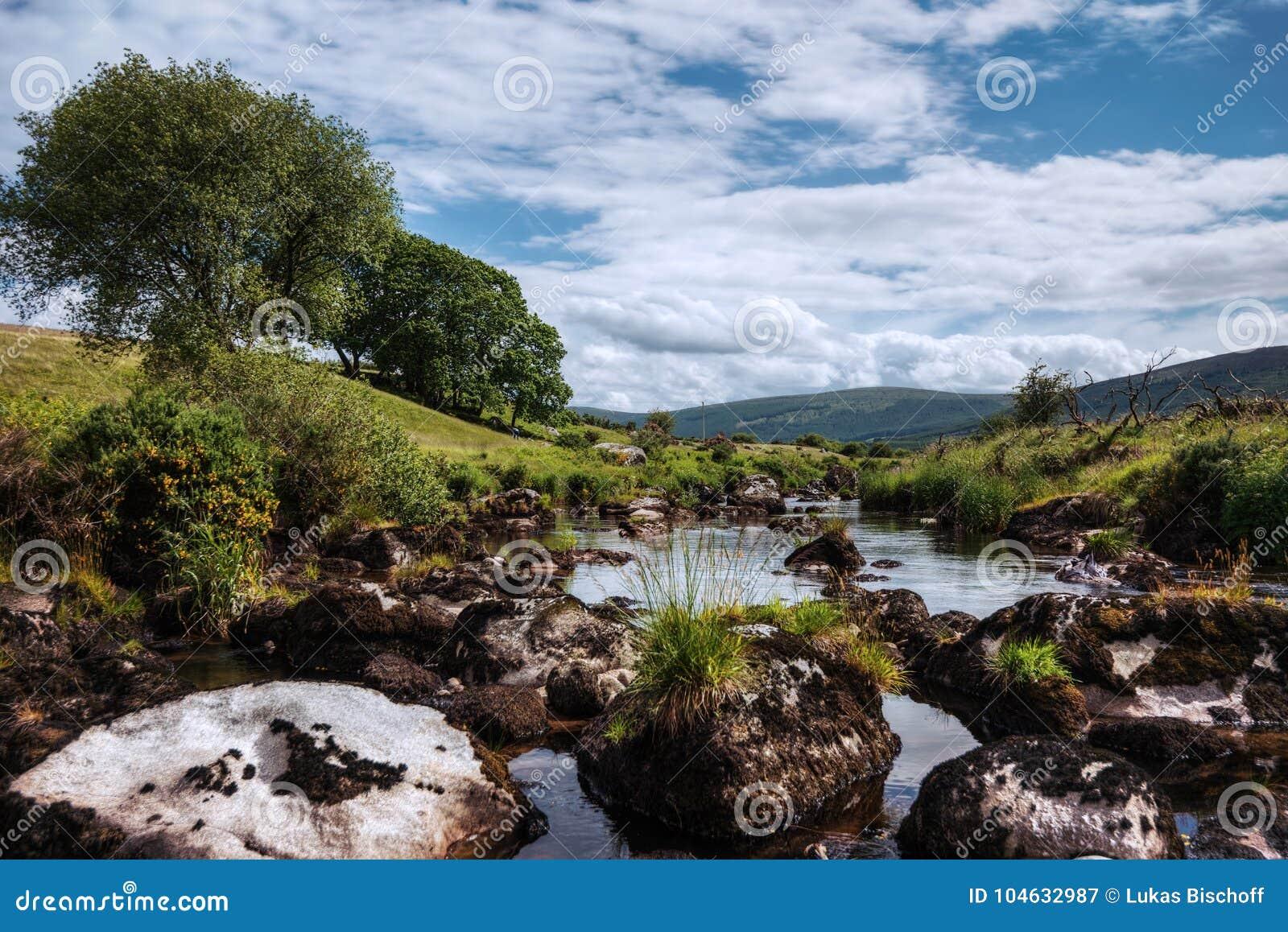 Download De Bergen Nationaal Park Van Wicklow Stock Afbeelding - Afbeelding bestaande uit meer, iers: 104632987