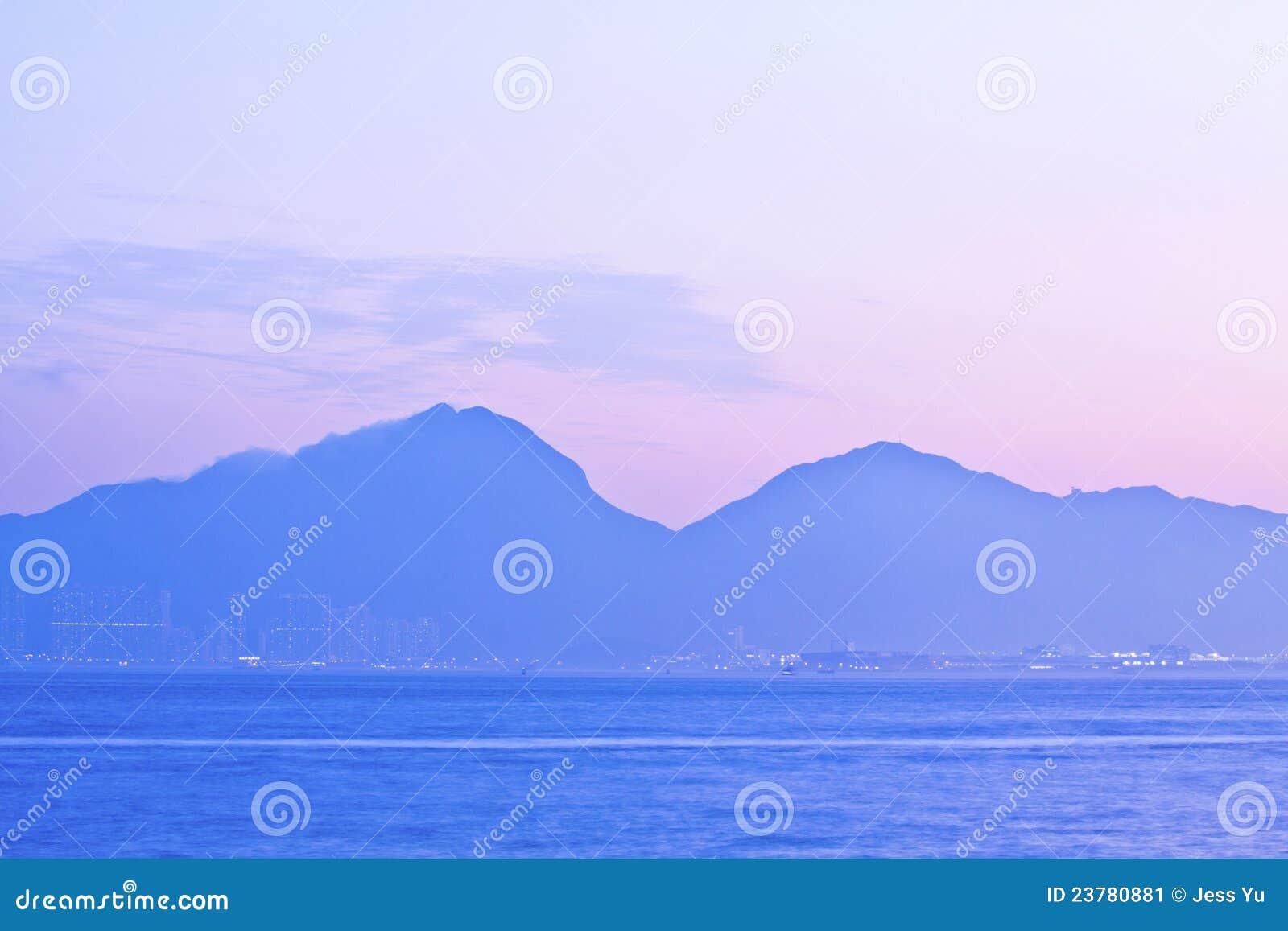 De bergen van de zonsondergang