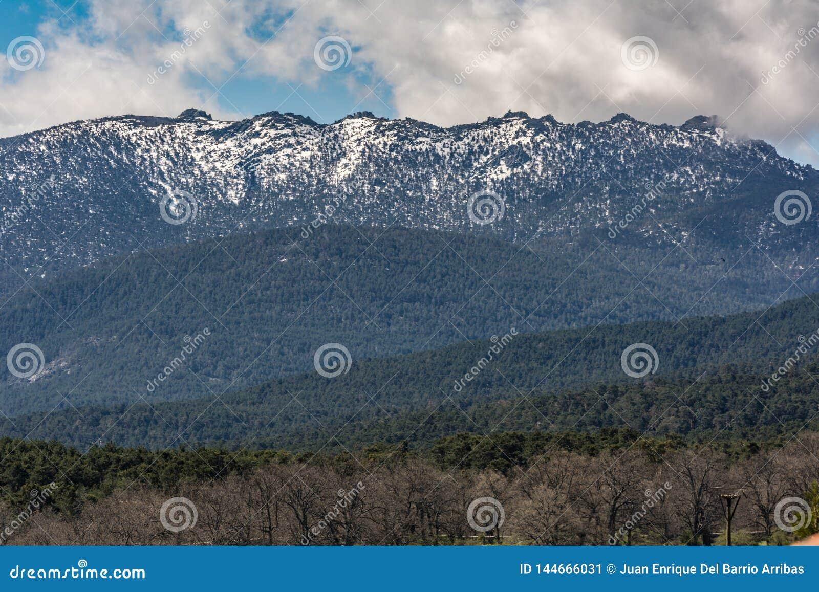 De Bergen van Siete Picos in het Guadarrama Nationale Park tussen de provincies van Madrid en Segovia Spanje