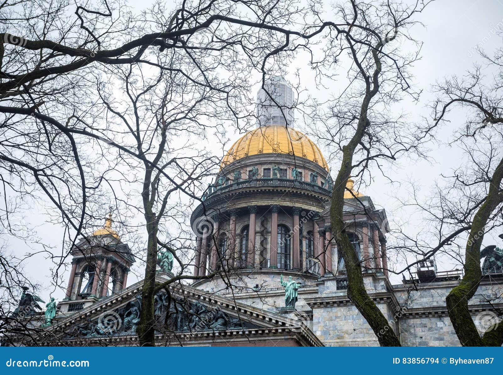 De beroemde Kathedraal van Isaac ` s in St. Petersburg