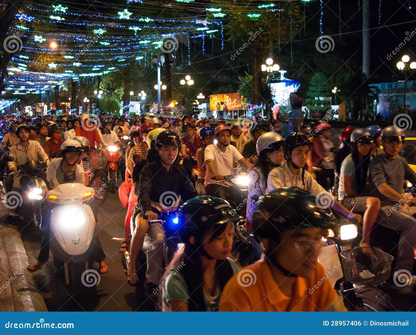 De bestuurders van de motorfiets in Ho-Chi-Minh-Stad Vietnam