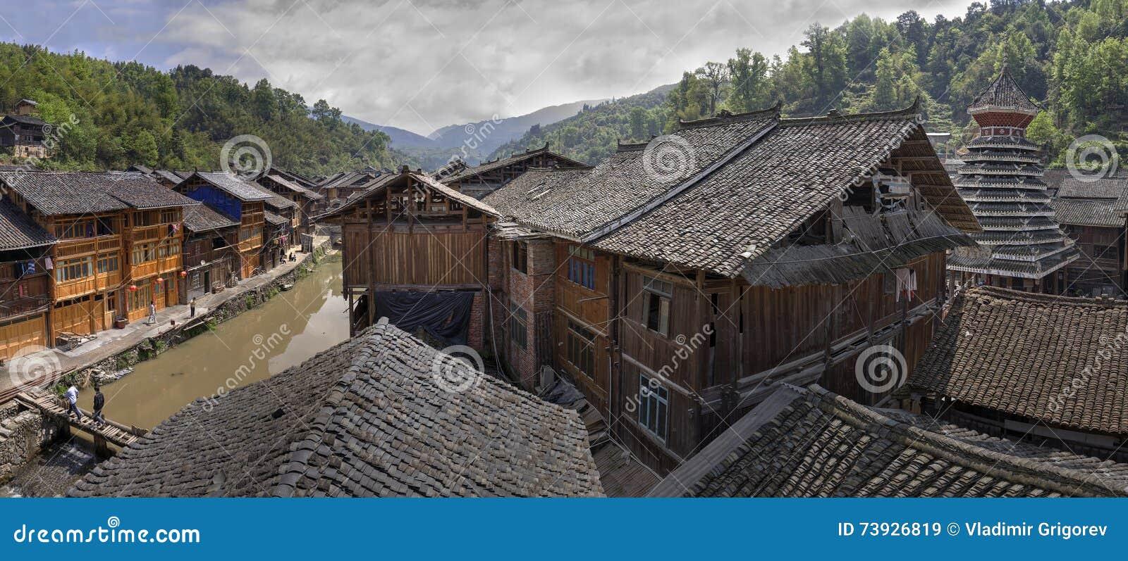 Waar Ligt Huizen : De betegelde huizen van het de volkerendorp van dakendong zhaoxing