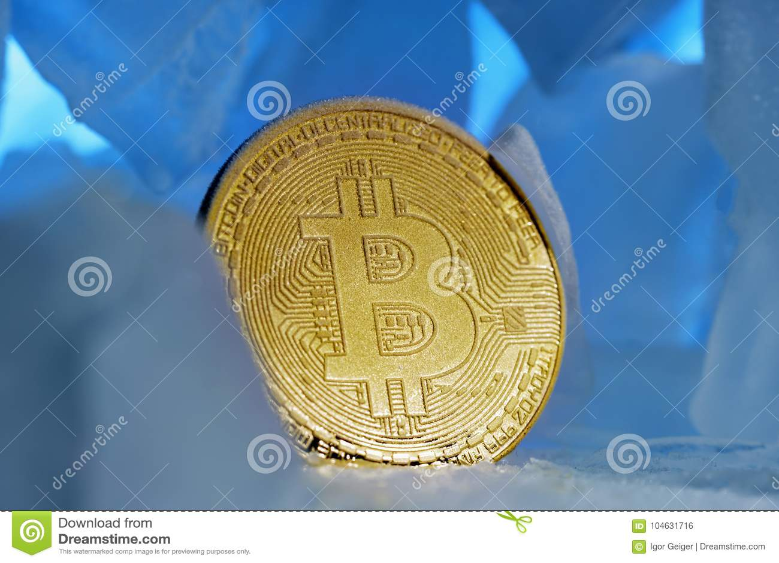 Download De Bevroren Die Crypto Munt Bitcoin Ziet Obverstribunes Onder Ogen Door Blauw Ijs In Mooi Licht Worden Omringd Stock Foto - Afbeelding bestaande uit achtergrond, licht: 104631716
