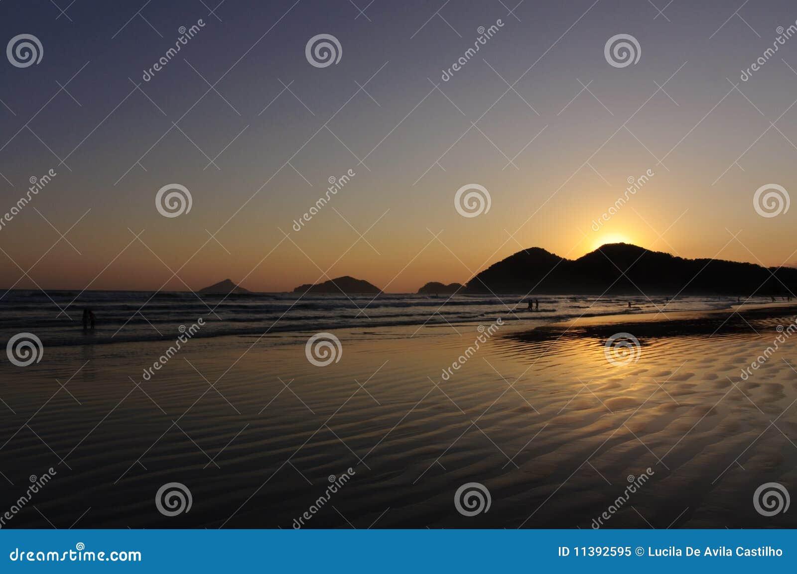 De Bezinning van de zonsondergang in de Oceaan
