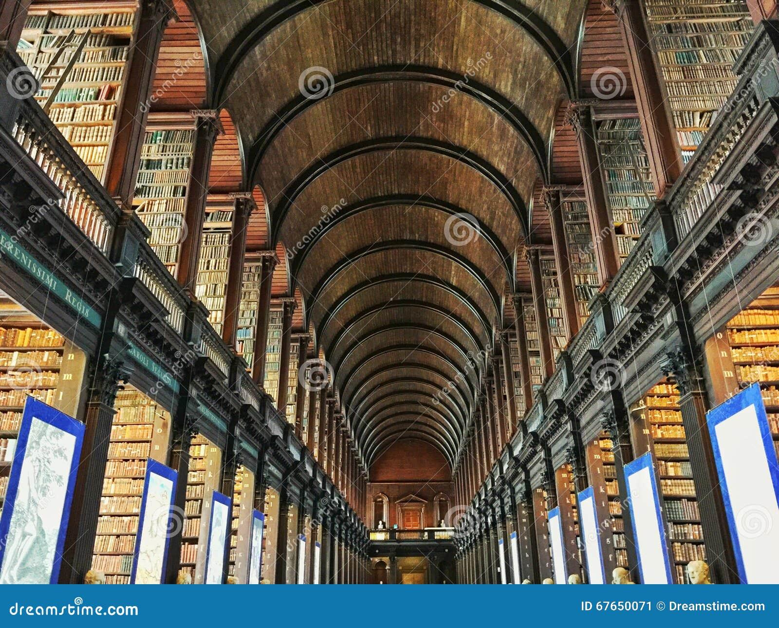 De Bibliotheek Dublin Ireland van de drievuldigheidsuniversiteit