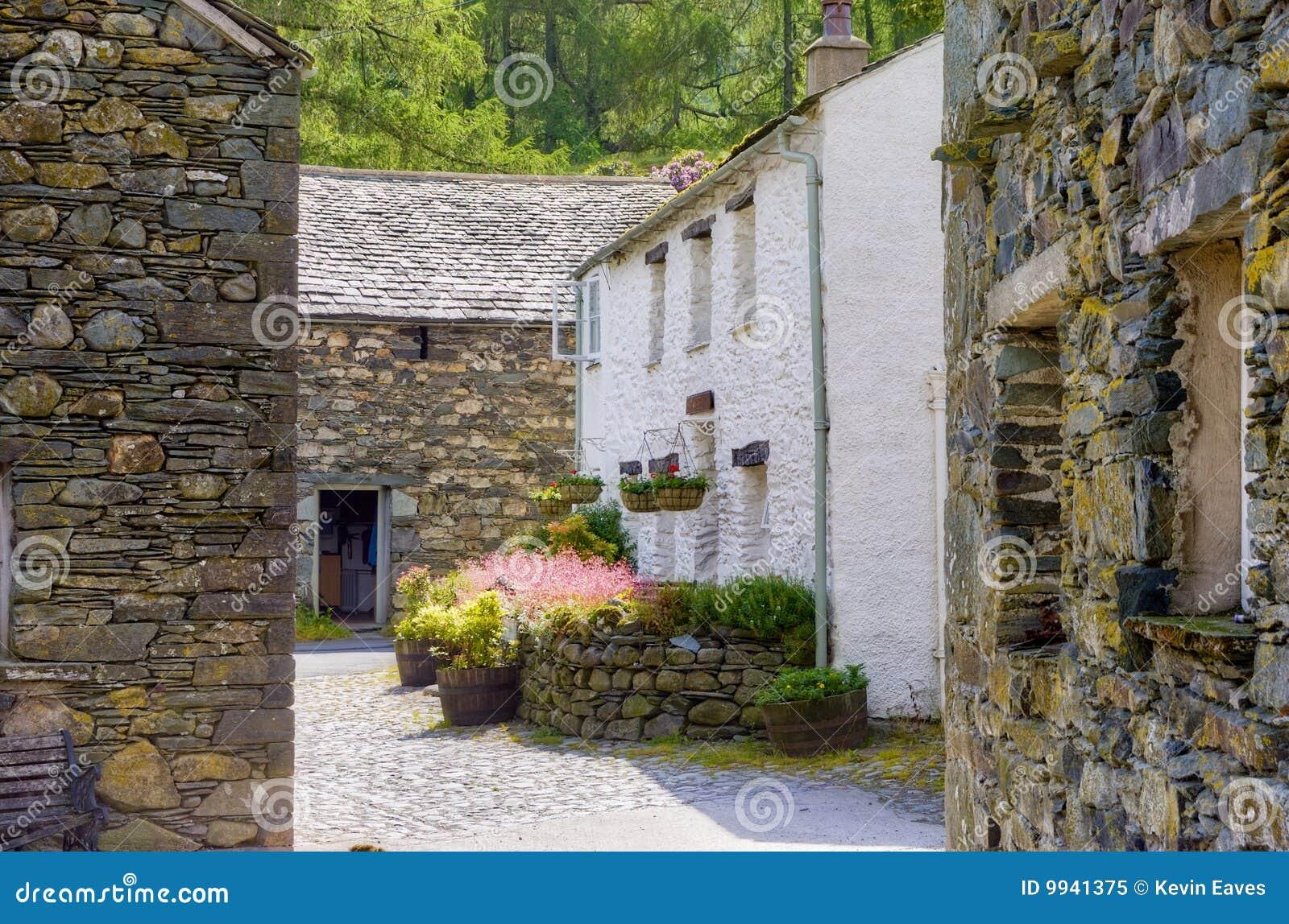 De binnenplaats van het plattelandshuisje