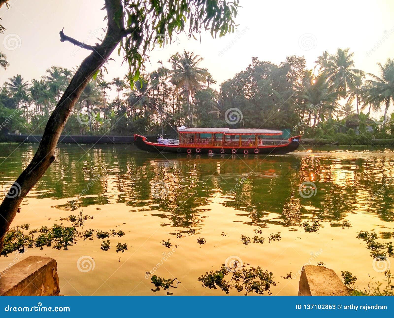 De binnenwateren van boot @ Kerala