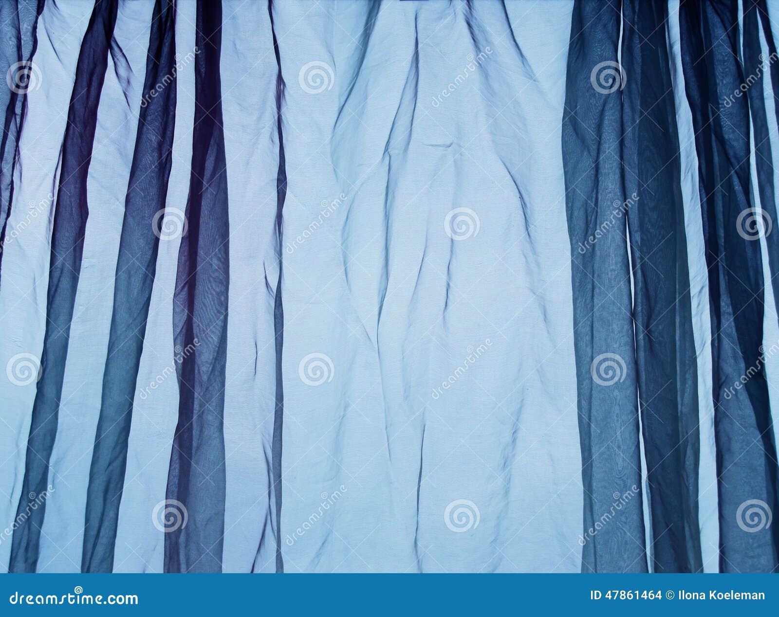 De blauwe achtergrond van het voilegordijn
